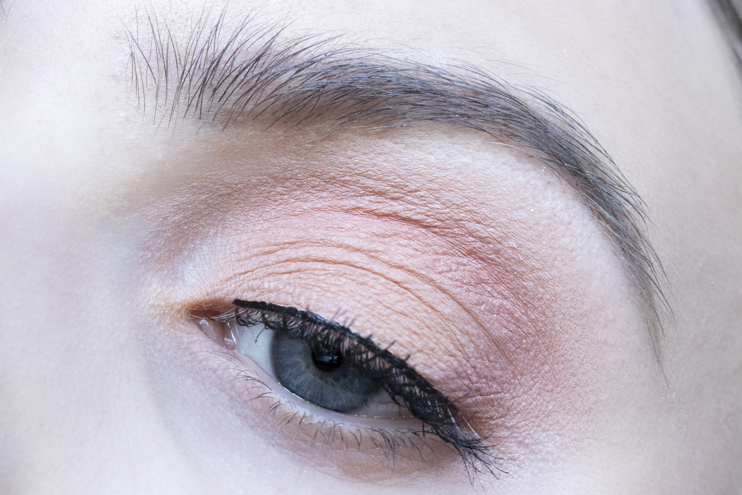 too faced white peach ooglook