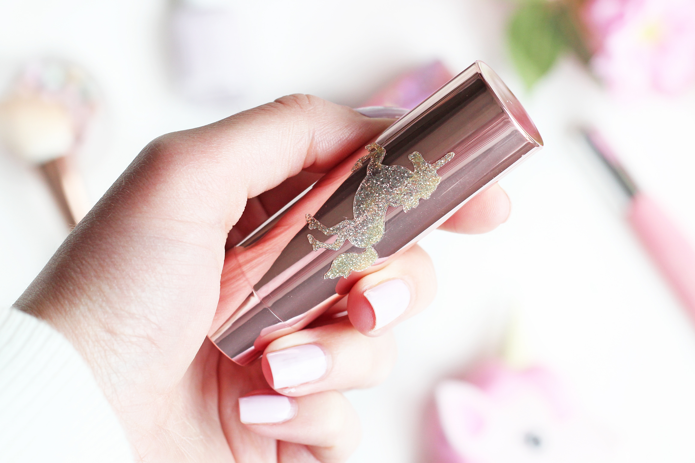 a beauty day review too faced eenhoorn highlighting stick