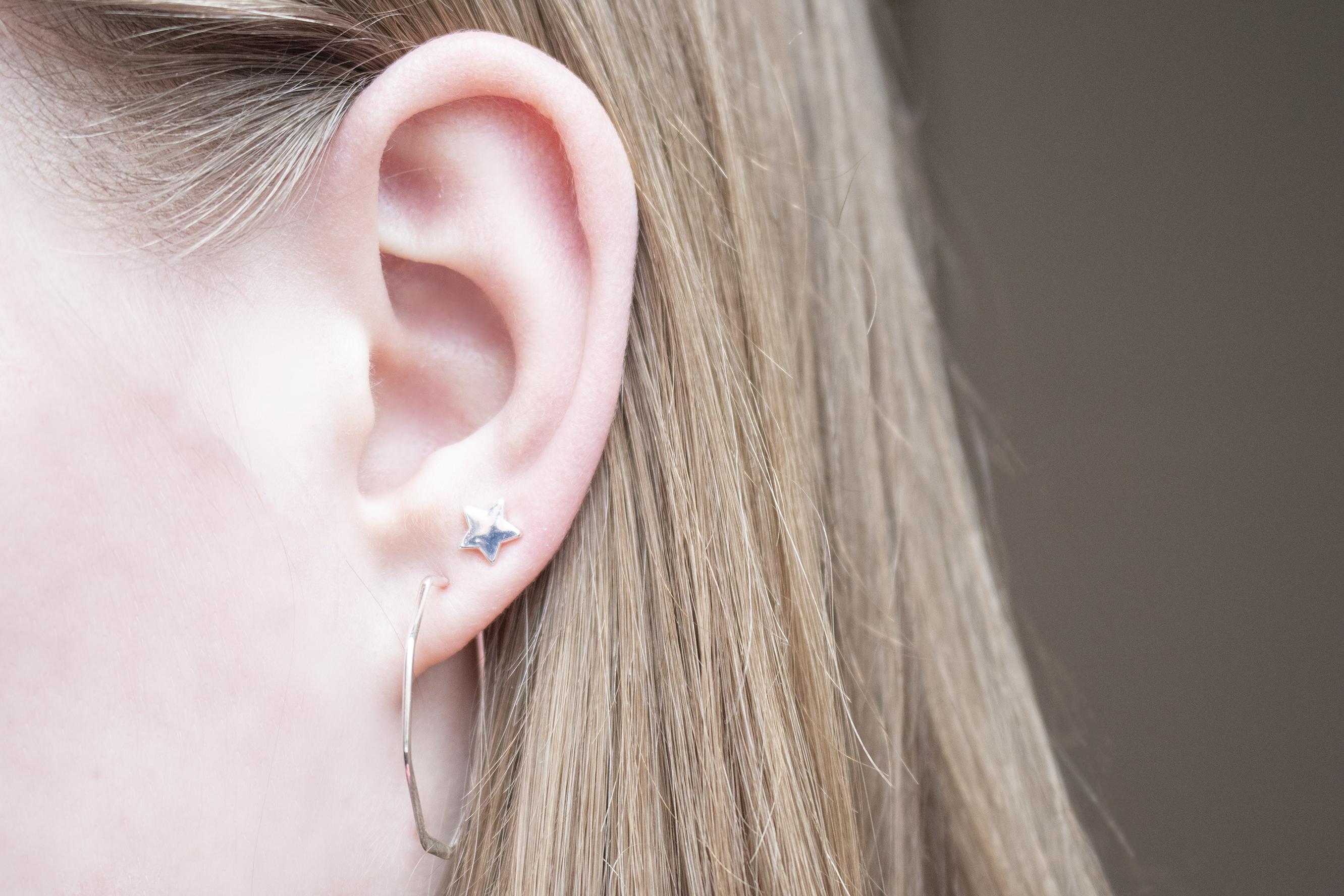 zilveren ringetje oorbellen combinatie